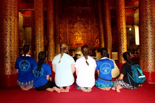 Loop Abroad Students in Thailand temple